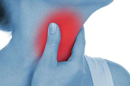 tosa: dolor de garganta, que se muestra de color rojo, mantenga manos, aislados en fondo blanco