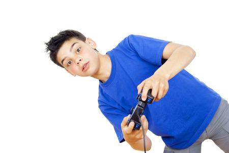 jugando videojuegos: Boy jugando juegos de video en el joystick Foto de archivo