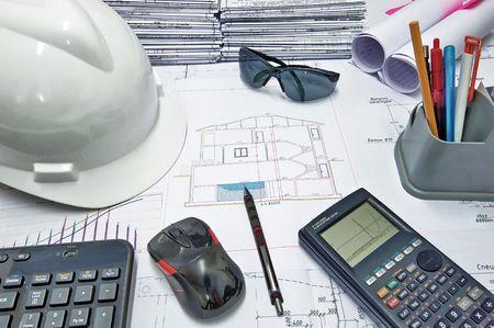 ingeniero civil: Instrumentos b�sicos de un ingeniero civil en la mesa de trabajo Foto de archivo