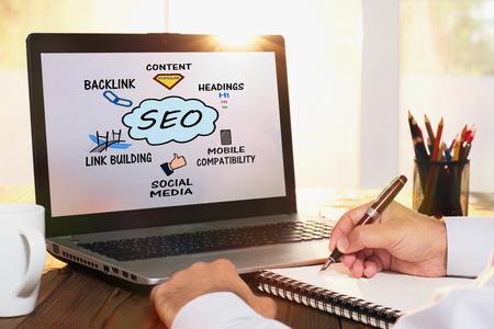 Concept de Search Engine Optimization (SEO) sur l'écran d'ordinateur Banque d'images - 80862580