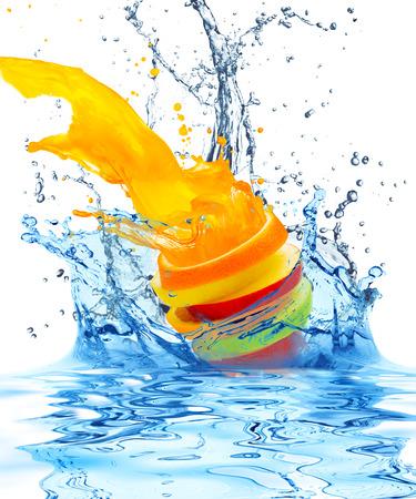 vruchten vallen in het water Stockfoto