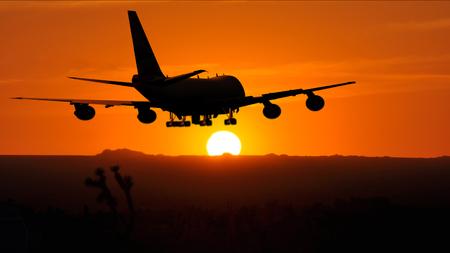 vlieg tuig landing bij zons ondergang