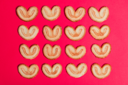 Puff pastry in the form of a heart lined up