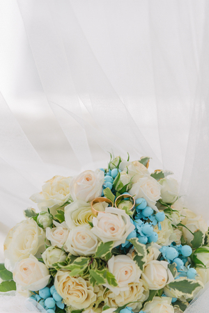 Bouquet of flowers. The bride's bouquet. Bridal bouquet. Floristics. Wedding rings. Wedding bouquet from different colors. 免版税图像