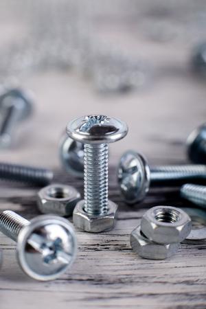 金属ナットとボルトの背景。マクロ。作業ツール。要素の修正 写真素材 - 90536518