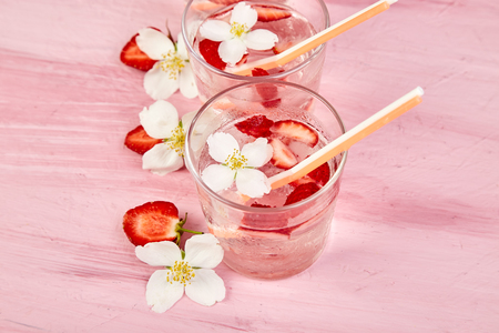 Strawberry detox water with jasmine flower. Summer iced drink or tea. Lemonade with berry. Flavored Water in glasses with Fresh Strawberry. Diet. 写真素材