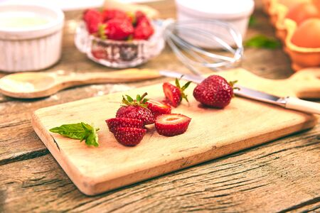 Strawberry on cutting board. Raw ingredients for cooking strawberry pie Imagens