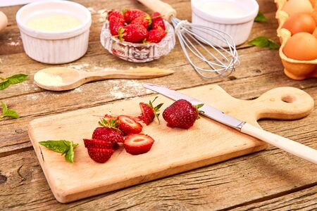 Strawberry on cutting board. Raw ingredients for cooking strawberry pie Фото со стока