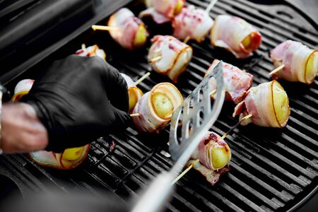Grilled potato with bacon on gas grill . Grilled food. Barbecue. Copy space. Healthy food. Фото со стока