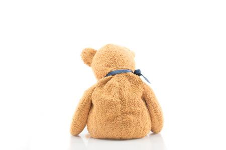 oso de peluche: Vista posterior del oso de peluche en el fondo blanco aislado, utilizar para la tristeza o amor conceptos. Foto de archivo
