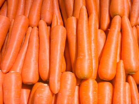 zanahorias: Zanahoria fresca en el supermercado Foto de archivo