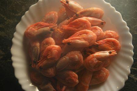 Steaming shrimps