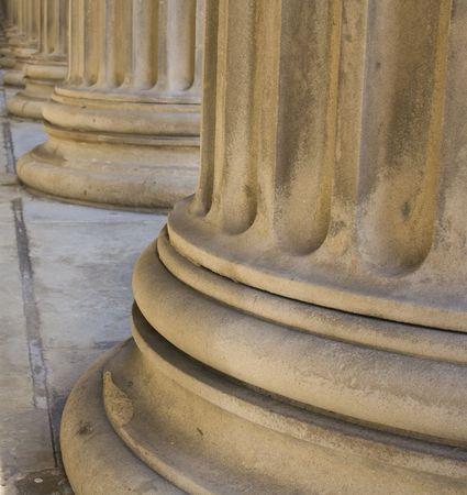 neocl�sico: L�nea de neocl�sico pilares en el St Georges Hall, Liverpool, Reino Unido, construido en 1854