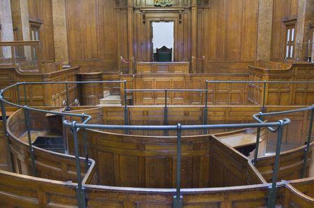 jurado: Sala de tribunal muy vieja (1854) con la silla de los jueces en St Georges Pasillo, Liverpool, Reino Unido