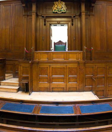 jurado: Muy antigua sala de audiencias (1854) con los jueces presidencia a St Georges Hall, Liverpool, Reino Unido  Foto de archivo
