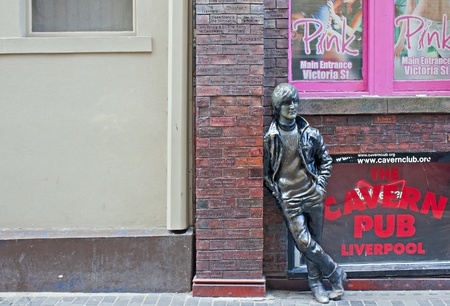 liverpool: John Lennon statue outside The Cavern Club, in Mathew St, Liverpool, UK