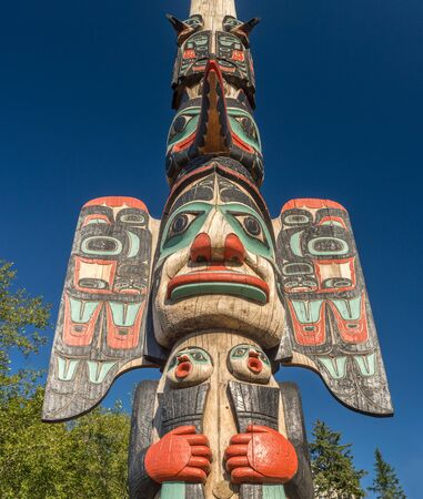 Sept. 17, 2018 - Ketchikan, AK: Chief Johnson Totem Pole with blue sky. Éditoriale