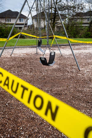 Surrey, Canada - Mar 29, 2020: Playground closed due to Coronavirus pandemic 版權商用圖片 - 144180800