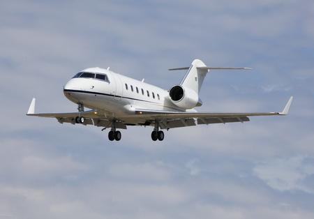 pilotos aviadores: Jet de negocios Foto de archivo
