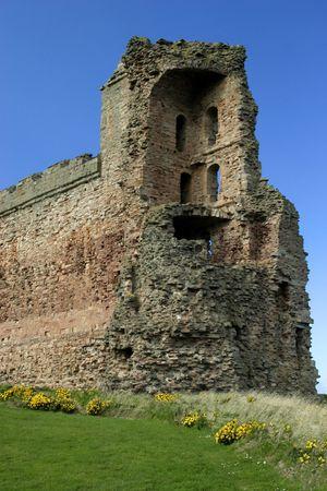 crumbling: Crumbling Tantallon castle near North Berwick, Scotland.