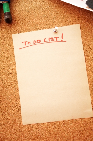 to do list: Blank to do list note pinned to a cork bulletin board