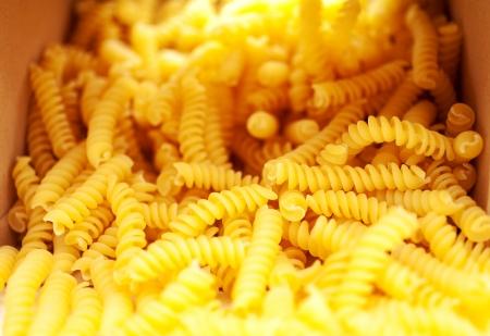rotini: Rotini pastas sacacorchos que brota de la caja