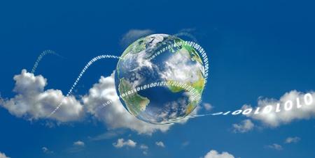 Nube evolución tecnológica informática. Ilustrado con la tierra y el movimiento de dígitos