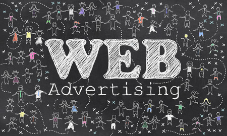 Geo-Targeting auf Blackboard mit kleinen Menschen in Chalk Standard-Bild - 27705911