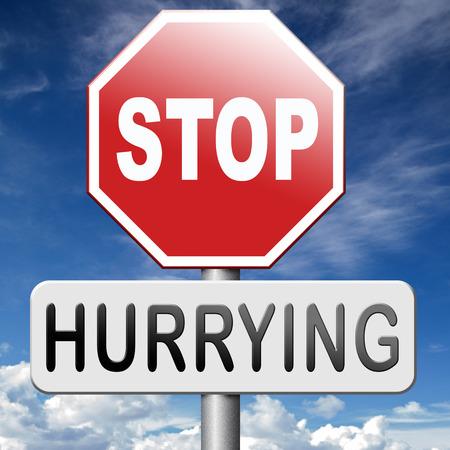hurry up: fermata fretta nessuna preoccupazione di vita stressanti, di vita senza stress, rilassarsi e prendere il vostro tempo godere. Non lavorare contro l'orologio o il termine, non fretta.