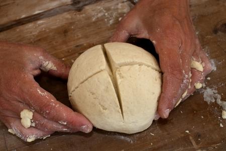boulangerie: Woman preparing bread