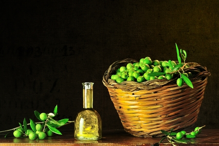 basket of typical Sicilian olives freshly picked Stock Photo - 16418936
