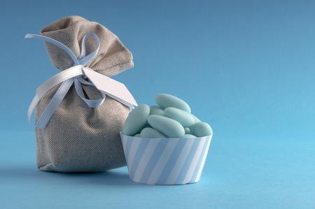 bautismo: gragea azul para el d�a de nacimiento de un hijo var�n Foto de archivo