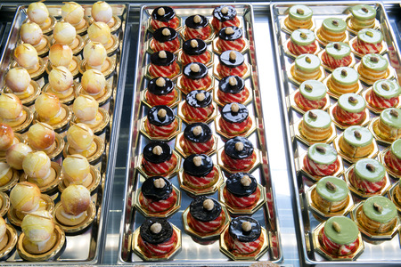 Display of delicious pastries in a italian pastry Banque d'images