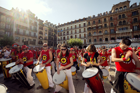 navarra: Spain Navarra Pamplona 10 July 2015 band playing drums in front of the famous cafe IRUNA for S. Firmino fiesta spanish school of samba fortaleza Editorial