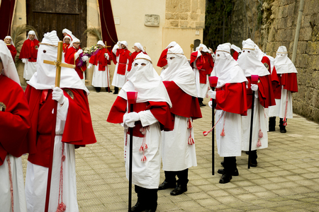 viernes santo: Enna, Sicily, Italy - March 25, 2016: – religious Parade, in town of Enna, Sicily for the Holy Easter. Every year for Holy Friday is staged the passion of Christ in a procession which lasts through the afternoon and night. Sicilian people is very devoted