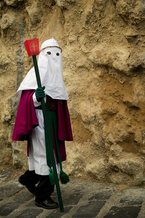 viernes santo: Enna, Sicily, Italy - March 25, 2016: – religious Parade, in town of Enna, Sicily for the Holy Easter. Every year for Holy Friday is staged the passion of Christ in a procession which lasts through the afternoon and night. Sicilian people is very devoted Editorial