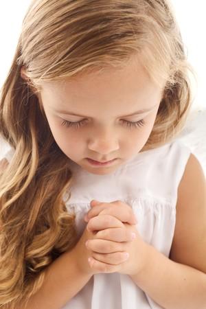 betende h�nde: Kleines M�dchen beten - Closeup  Lizenzfreie Bilder