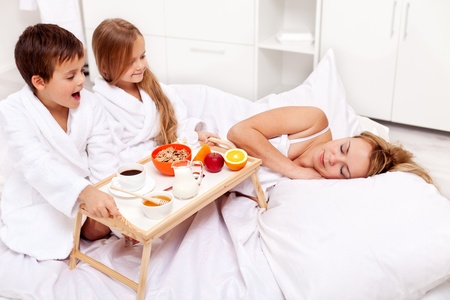 up wake: Wake up mommy - breakfast in bed for mom prepared by the kids Stock Photo