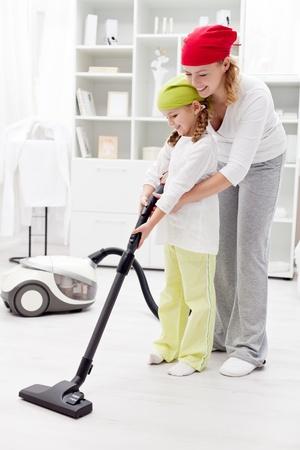 manos limpias: D�a de limpieza en la familia - con una aspiradora
