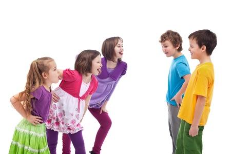 Los niños que se enfrentan y burlándose de los demás - niñas y niños separados Foto de archivo - 12825317
