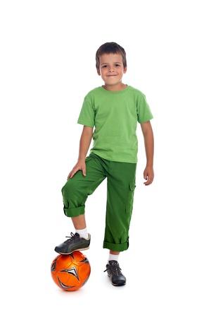 Petit garçon avec ballon de soccer - isolé Banque d'images - 17921436