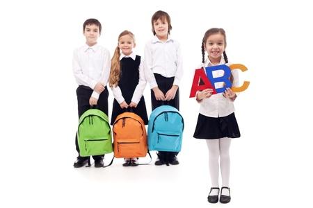 uniforme escolar: Los escolares de la escuela primaria - aislado con un poco de sombra Foto de archivo