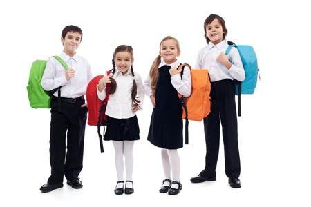 Dzieci z kolorowymi plecakami - powrót do szkoły motywu