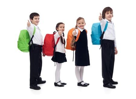 위로 행복한 아이들이 기호 엄지 손가락을주는 학교 개념 - 절연 스톡 콘텐츠