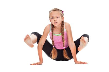 Młoda dziewczyna temu ćwiczeniu gimnastyczne - samodzielnie