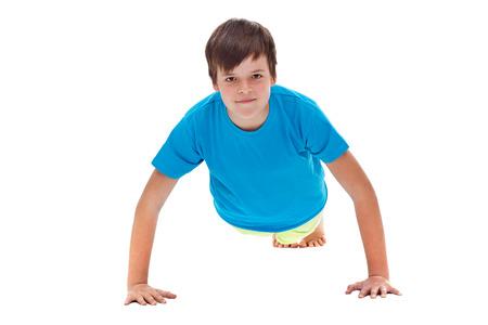 Chłopiec robi push up - widok z przodu, odizolowane Zdjęcie Seryjne