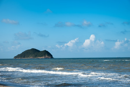 Sea view from tropical Samila beach at Songkhla province with sunny sky. Reklamní fotografie