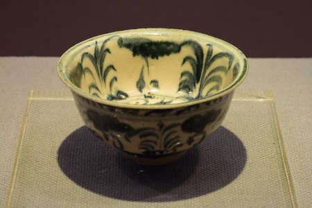an era: Zheng He era of blue and white flowers Bowl Editorial