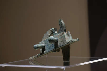 crossbow: Warring States bronze crossbow