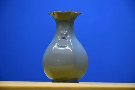 song dynasty: Southern Song dynasty Guan kiln Museum